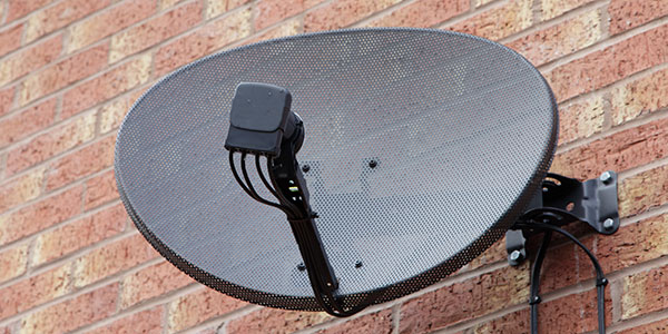 SatellitSatellite Dish Mounted to a Walle Dish Mounted to a Wall
